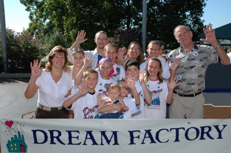 Gravois Kiwanis and St Louis Photographers help the Dream Factory